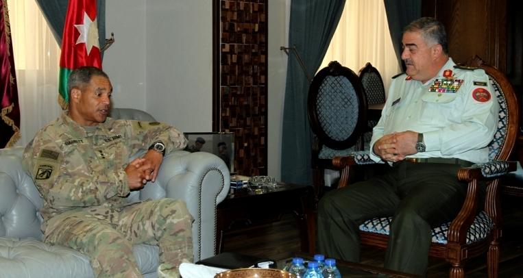 رئيس هيئة الأركان المشتركة يستقبل قائد القوات البرية في القيادة المركزية الامريكية